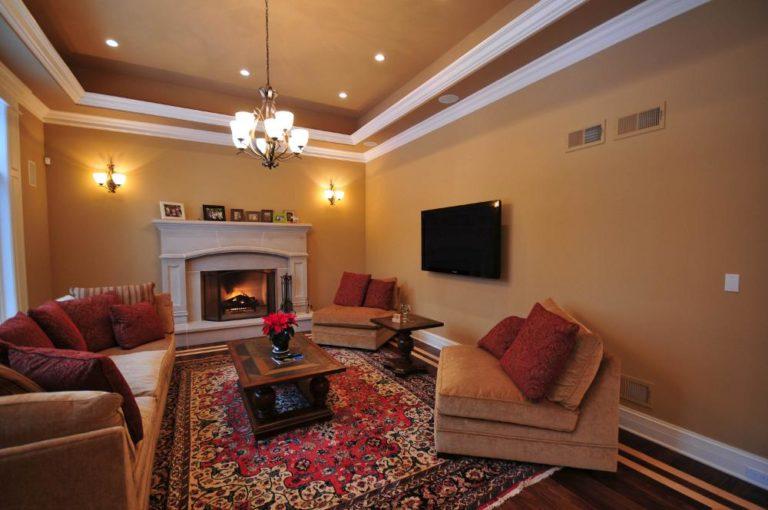 Дизайн гостиной потолок камином